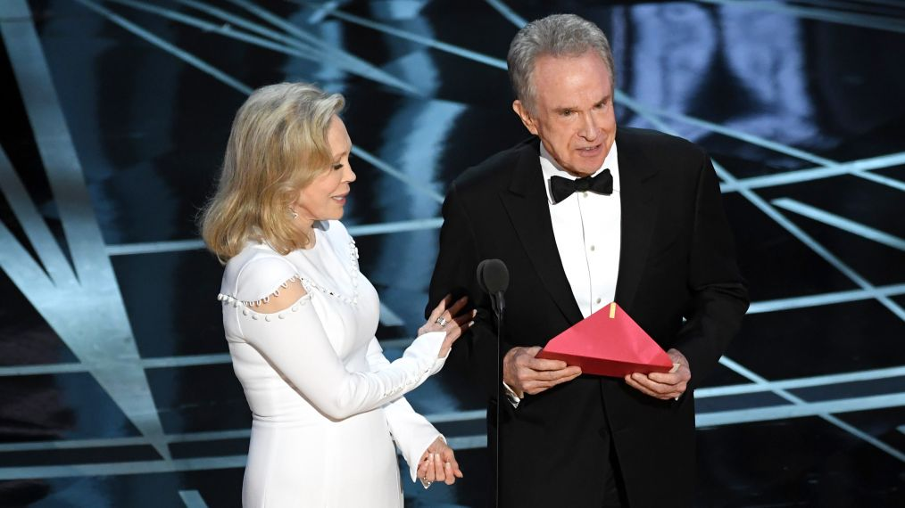 'Should've gone to Specsavers' Opticians mock that EPIC Oscars envelope gaffe