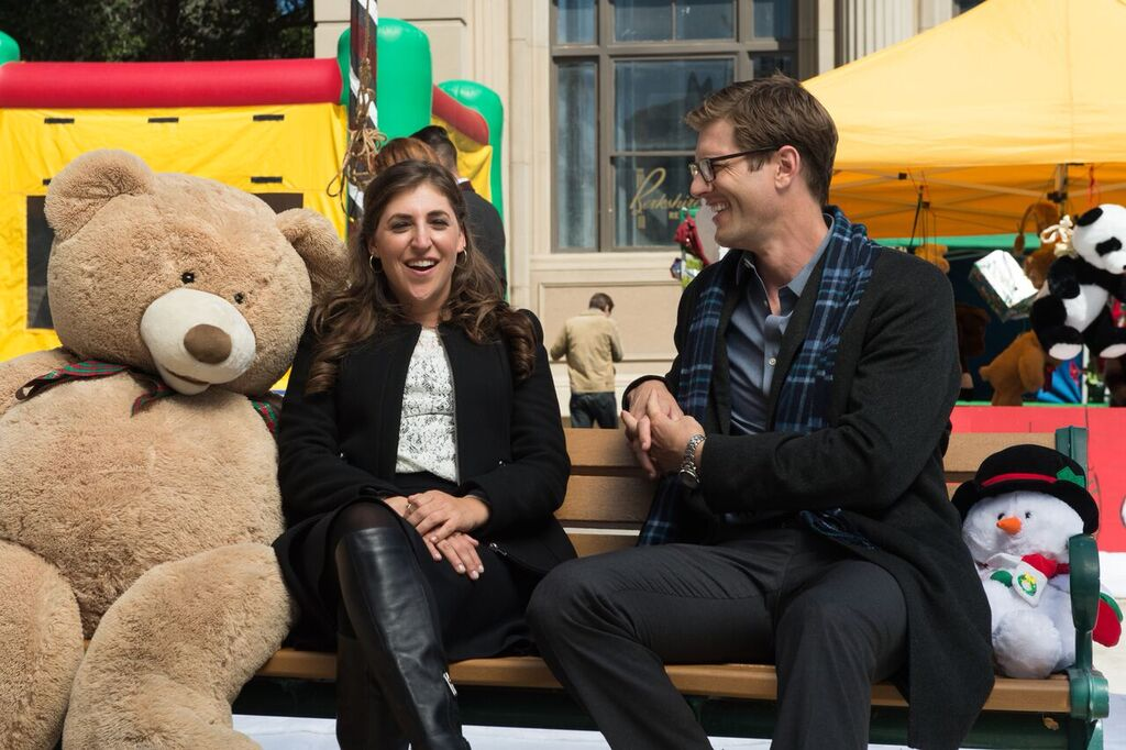 The Flight Before Christmas.Mayim Bialik Soars Into The Holidays On Lifetime S The