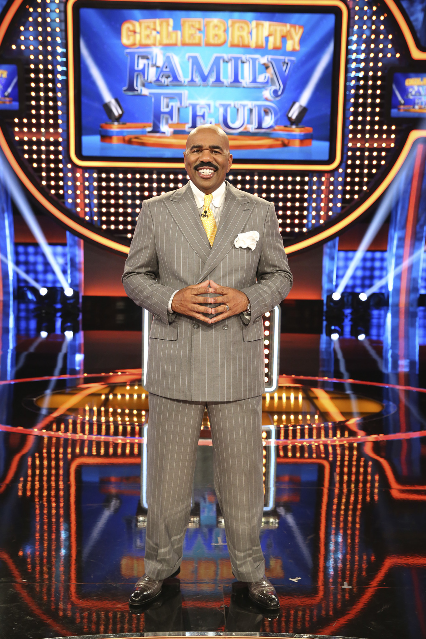 steve harvey on celebrity family feud and not knowing how to, Powerpoint templates