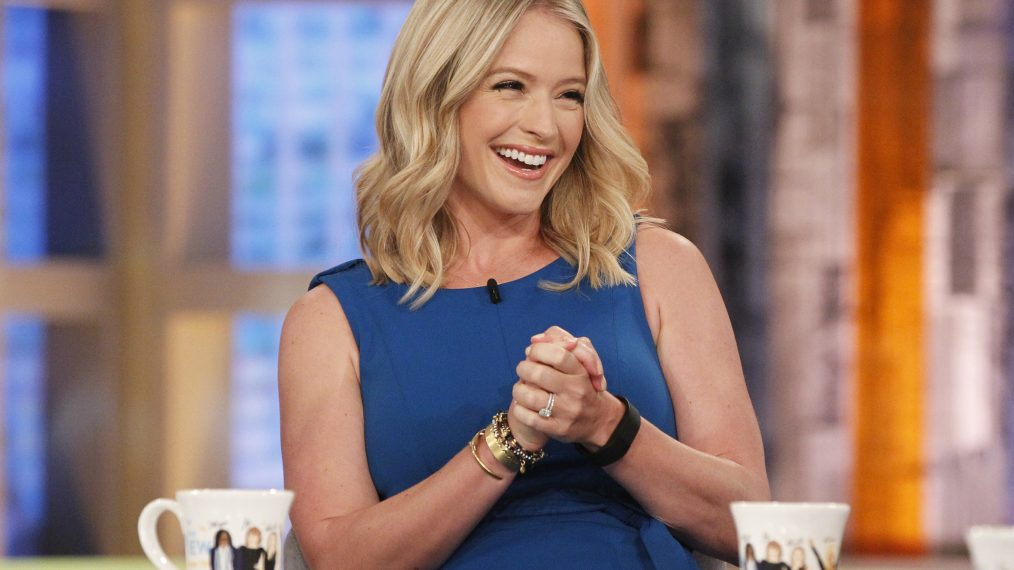 Good Morning America Guest Host Today : Sara haines dishes her new deal with the view and why she