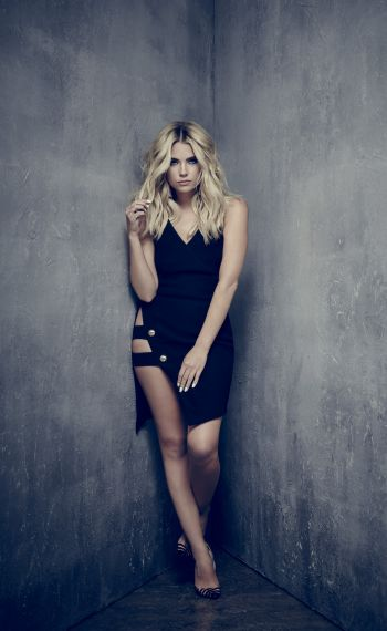 PRETTY LITTLE LIARS - ASHLEY BENSON