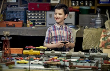 Young Sheldon; em>Young Sheldon is a new half-hour, single-camera comedy created by Chuck Lorre and Steven Molaro, that introduces The Big Bang Theory's Sheldon Cooper (Iain Armitage), a 9-year-old genius living with his family in East Texas and going to high school.