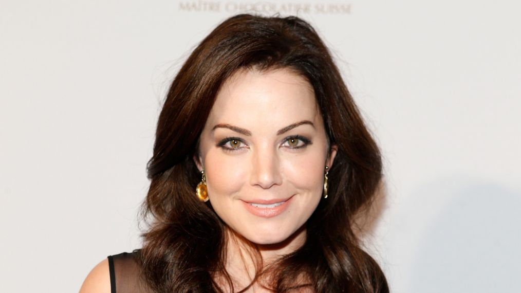 'Smallville' Star Erica Durance to Replace Laura Benanti on 'Supergirl'