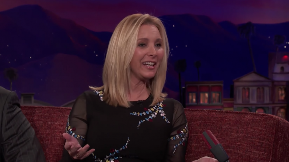 Lisa Kudrow on a Possible 'Friends' Reunion: 'Something Should Be Done'
