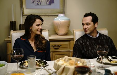 Keri Russell as Elizabeth Jennings, Matthew Rhys as Philip Jennings. CR: Patrick Harbron/FX
