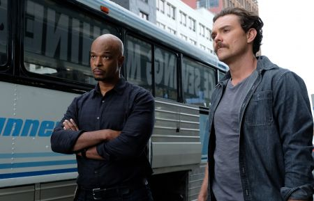 "LETHAL WEAPON: Pictured L-R: Damon Wayans and Clayne Crawford in the ""Funny Money"" winter premiere episode of LETHAL WEAPON airing Tuesday, Jan 2 (8:00-9:00 PM ET/PT) on FOX. ©2017 Fox Broadcasting Co. CR: Ray Mickshaw/FOX"