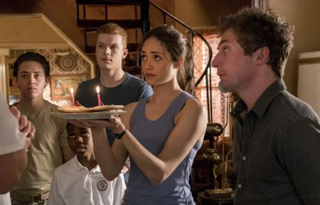 Ethan Cutkosky as Carl Gallagher, Christian Isaiah as Liam Gallagher, Cameron Monaghan as Ian Gallagher, Emmy Rossum as Fiona Gallagher and Jeremy Allen White as Lip Gallagher in Shameless (Season 8, episode 2) - Photo: Erica Parise/SHOWTIME- Photo ID: shameless_802_0513