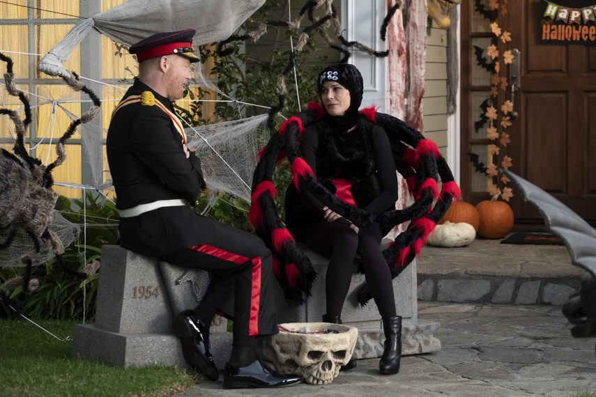 "MODERN FAMILY - ""Good Grief"" - It's another epic Halloween full of costumes, tricks and treats for the Dunphy-Pritchett-Tucker clan as they deal with huge, unexpected news, on ""Modern Family,"" WEDNESDAY, OCT. 24 (9:00-9:31 p.m. EDT), on The ABC Television Network. (ABC/Tony Rivetti) JESSE TYLER FERGUSON, JULIE BOWEN"