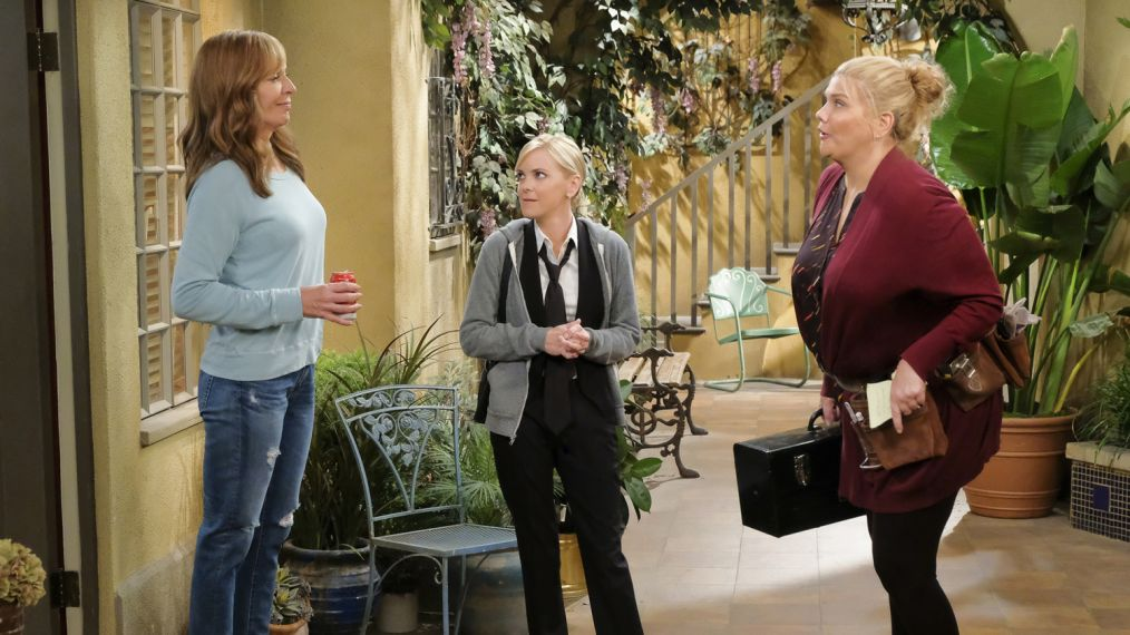 """Big Sauce and Coconut Water"" -- Christy is certain that Bonnie is in over her head when she invites a freshly-paroled Tammy (Kristen Johnston) to stay with them, on MOM, Thursday, date (9:01-9:30 PM, ET/PT) on the CBS Television Network. Pictured L to R: Allison Janney as Bonnie, Anna Faris as Christy and Kristen Johnston as Tammy. Photo: Darren Michaels/Warner Bros. Entertainment Inc. Ì?å© 2018 WBEI. All rights reserved."