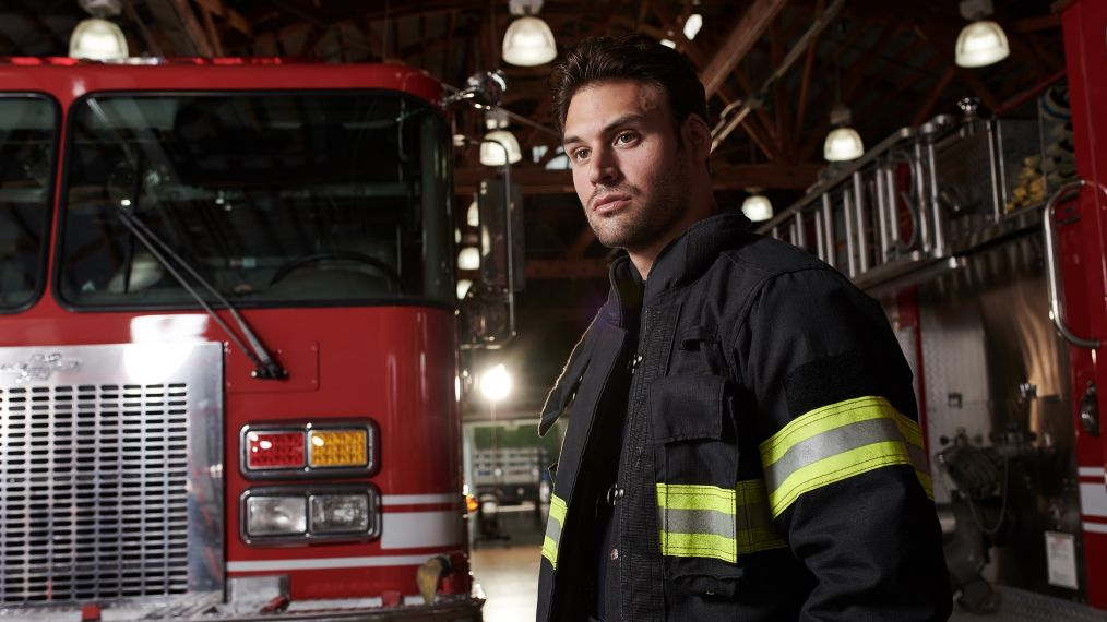 '9-1-1' Star Ryan Guzman on Eddie's Blast From the Past, the Buck Bromance & More