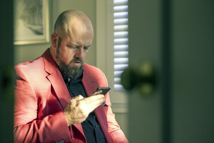 """THIS IS US -- """"A Philadelphia Story"""" Episode 302 -- Pictured: Chris Sullivan as Toby -- (Photo by: Ron Batzdorff/NBC)"""