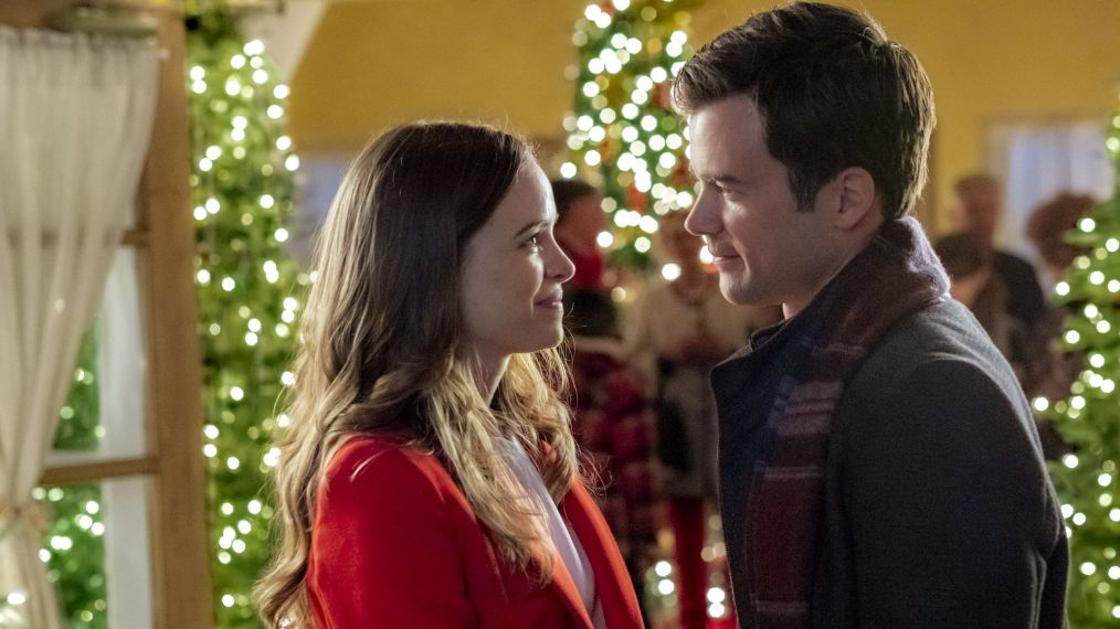 The Flash\' Star Danielle Panabaker Talks Cooking Up \'Christmas Joy ...