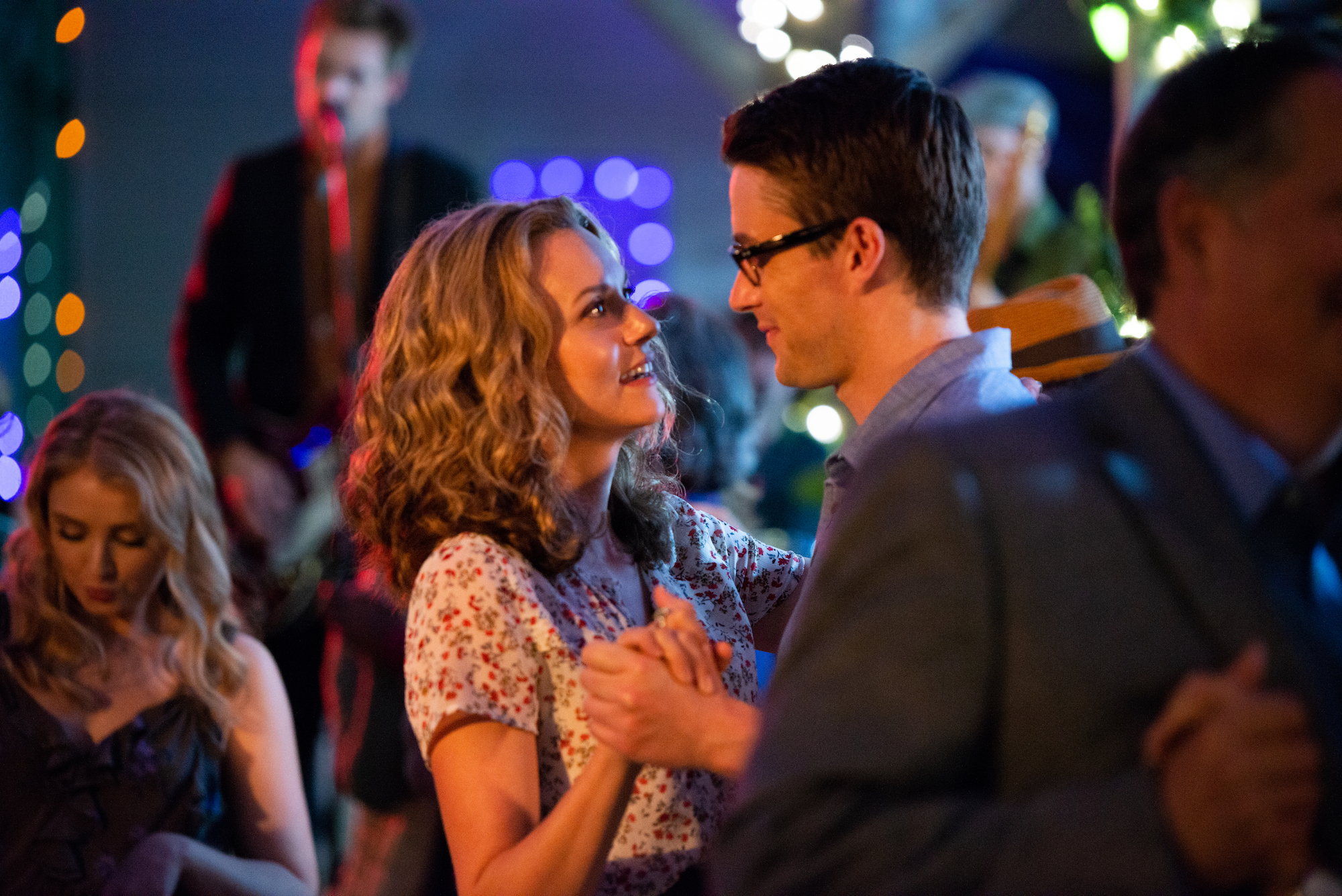 One Tree Hill Stars Spill On Reuniting To Play New Characters In Lifetime S The Christmas Contract Tv Insider