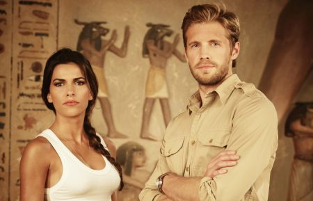 Blood and Treasure - Sofia Pernas, Matt Barr