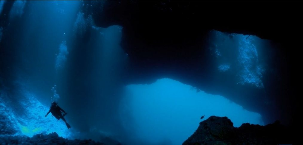 SCIENCE CHANNEL SCREENSHOT MYSTERIES OF THE DEEP SCUBADIVER CAVE