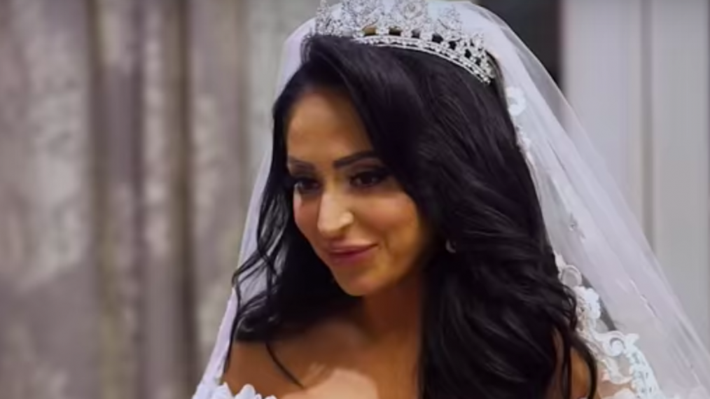 What happens at Angelina's wedding on Jersey Shore?