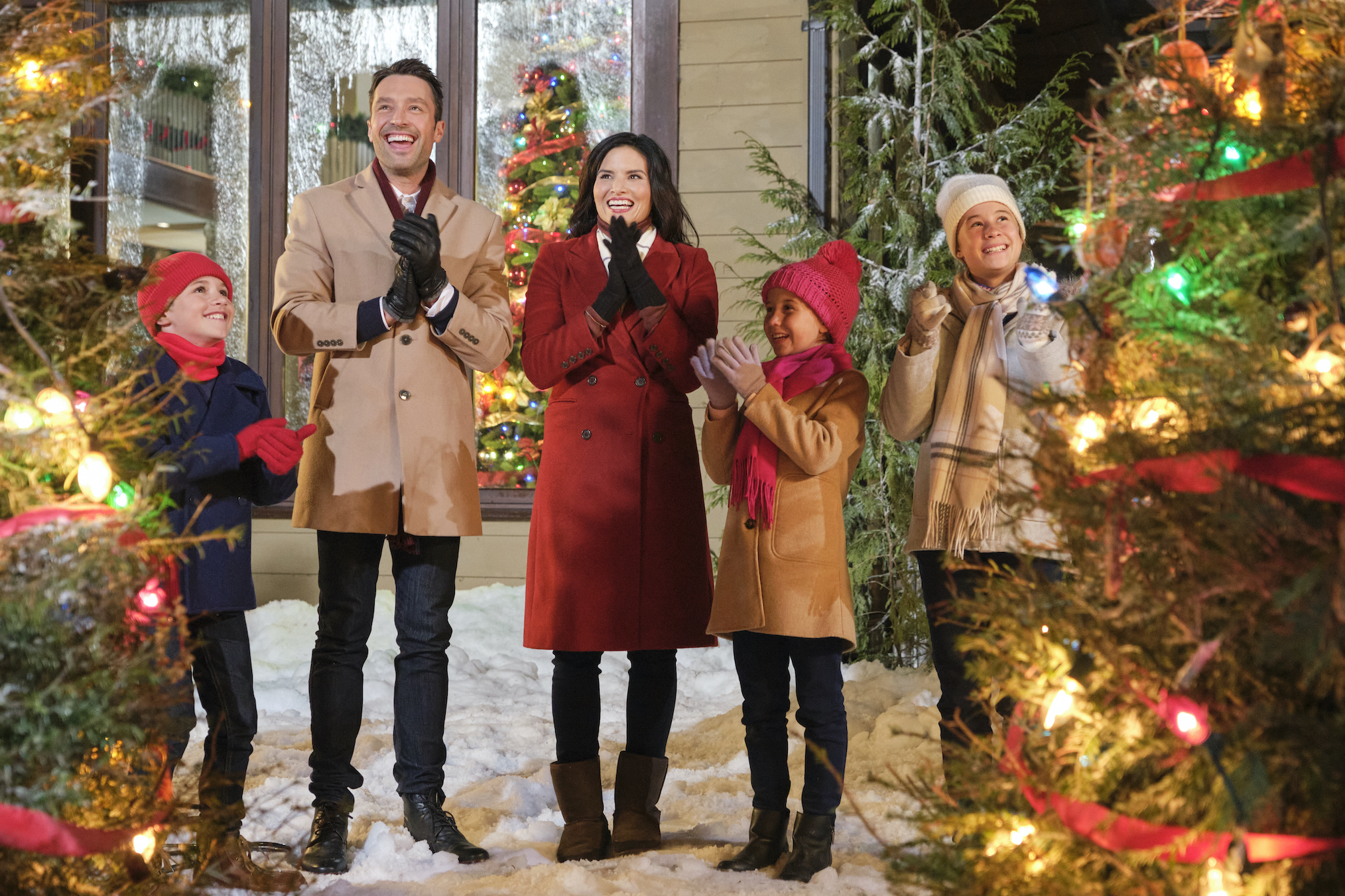 Christmas With the Darlings Hallmark Channel Katrina Law Cast