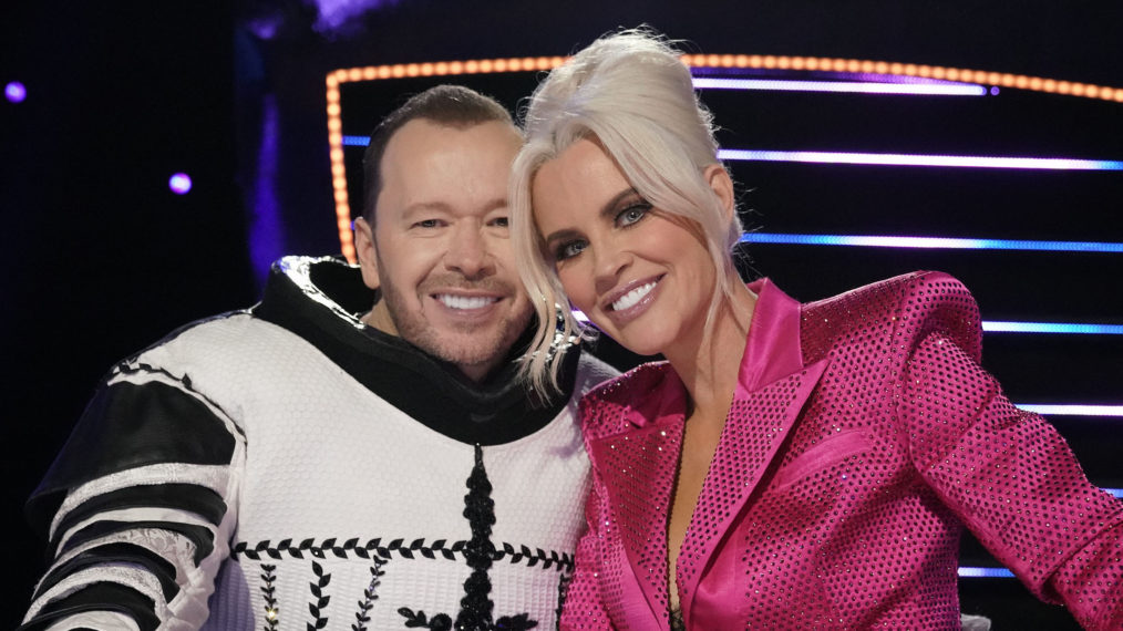 Donnie Wahlberg Jenny McCarthy The Masked Singer Season 5 Cluedle Doo