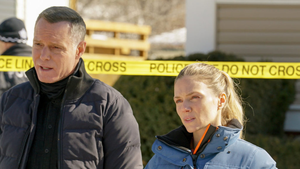 Jason Beghe as Voight, Tracy Spiridakos as Upton in Chicago PD