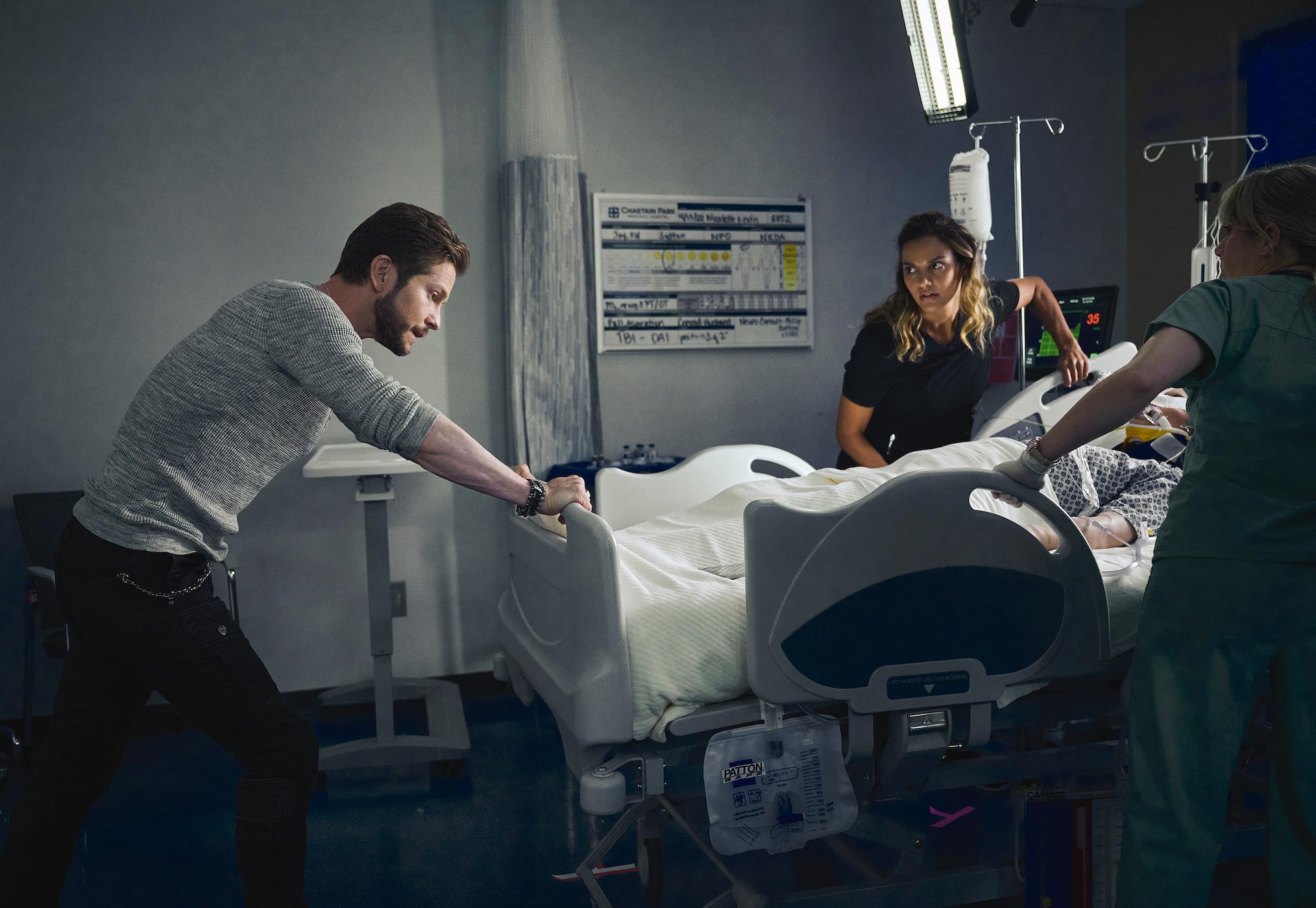 Matt Czuchry as Conrad, Jessica Lucas as Billie in The Resident